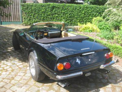 Miami Vice, Tubbs, Sonny Crocket, film, Corvette, Ferrari Daytona, www.polnocna.tv, www.strefahistorii.pl