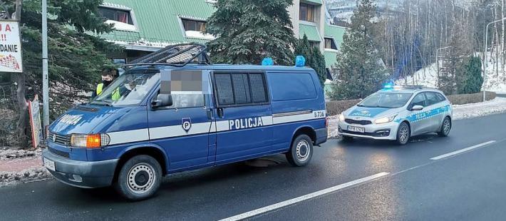Policja, volkswagen, przebierańcy,  karpacz, www.polnocna.tv, www.strefahistorii.pl