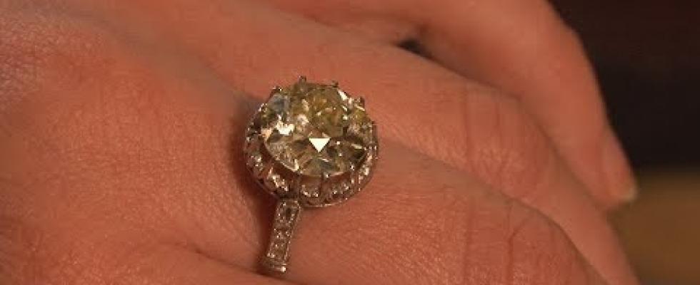 Embedded thumbnail for Biżuteria i unikaty w Sopockim Domu Aukcyjnym